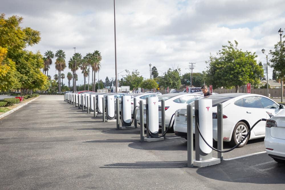 Des bornes de recharge pour flottes de véhicules électriques en entreprise